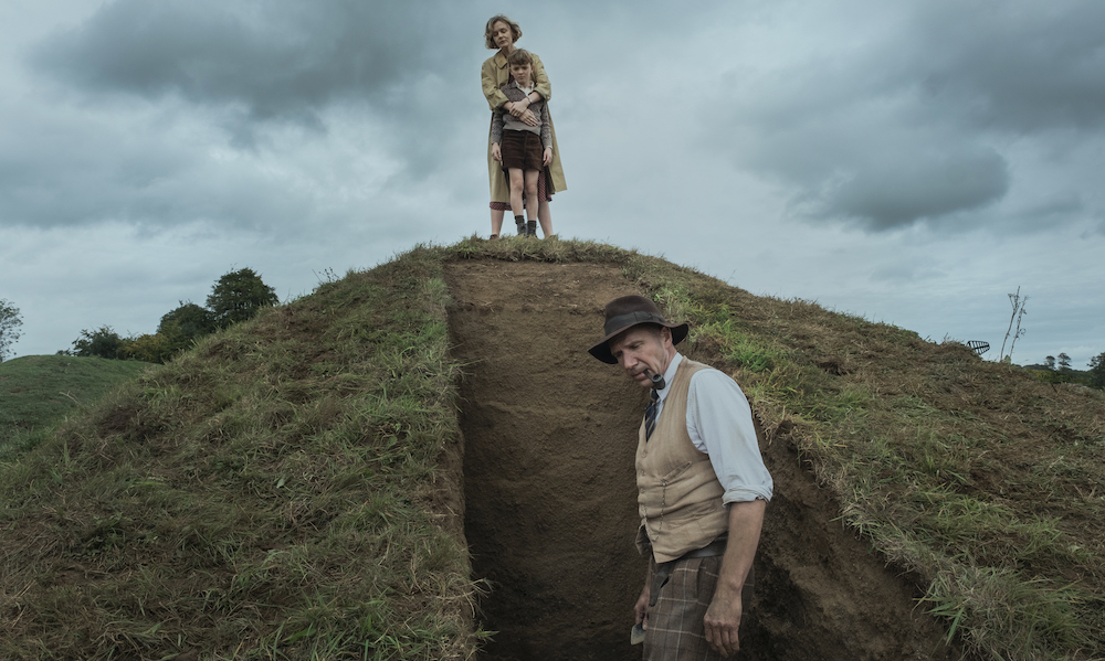 'The Dig' Review: Carey Mulligan และ Ralph Fiennes